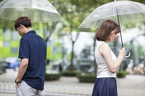 夫妻长期分居女人出轨的表现